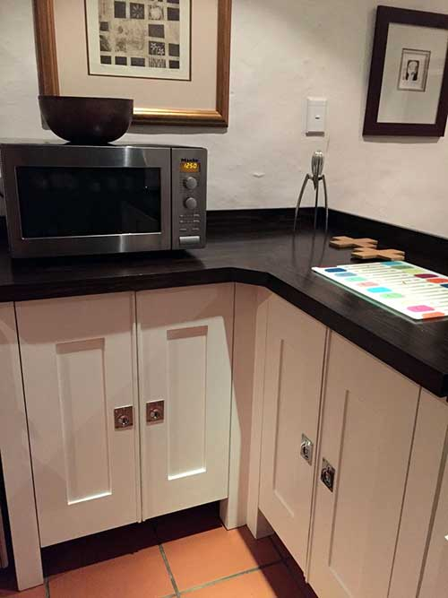 Milestone kitchens journal free standing hand made for Kitchen designs pretoria